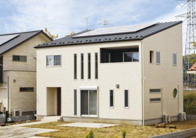 太陽光とスタイリッシュな片流れ屋根